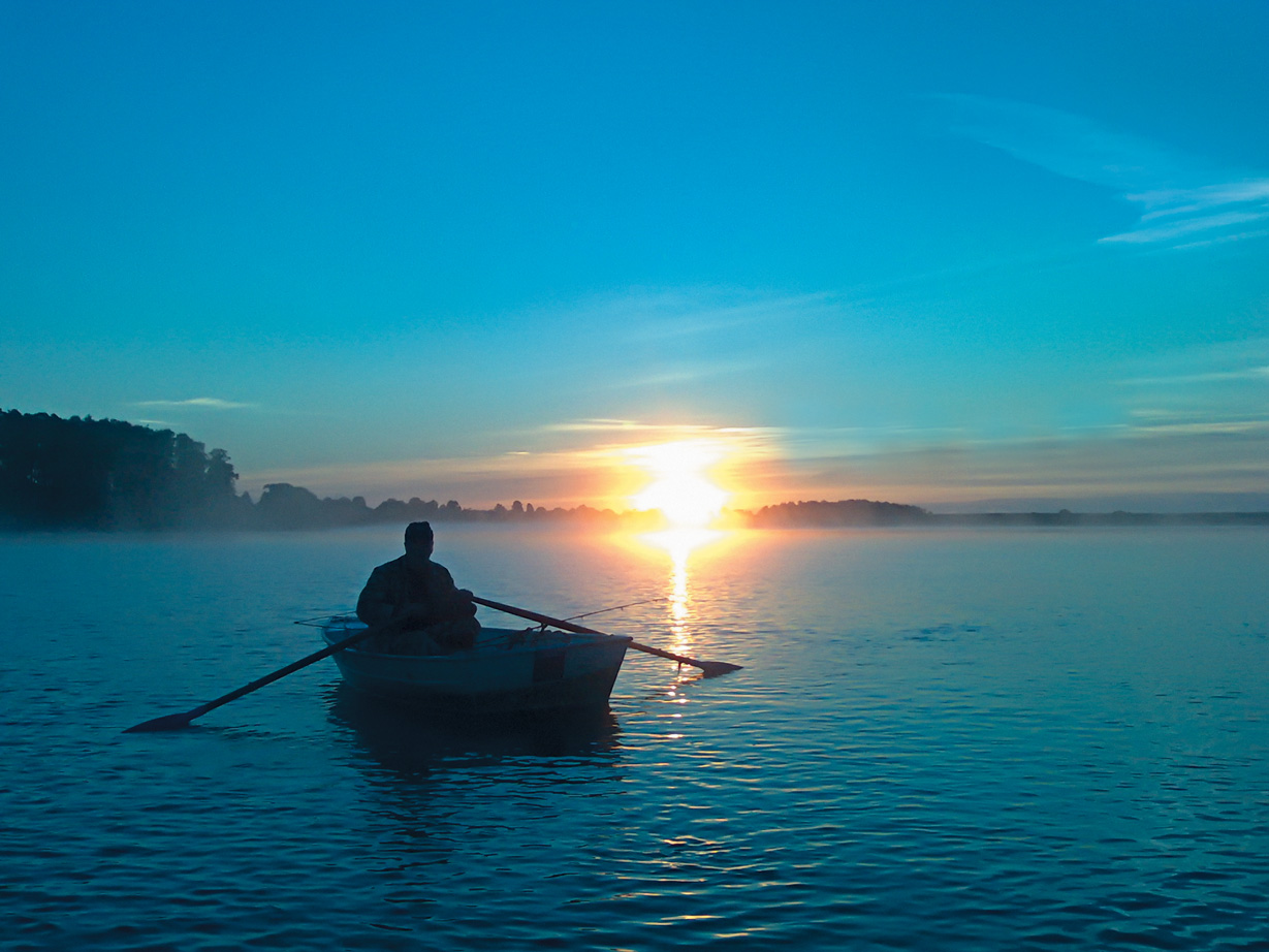 год в море на лодке